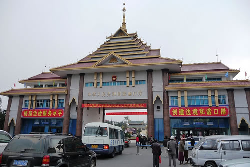 Cửa khẩu biên giới Myanmar-Trung Quốc ở Ruili/Thụy Lệ