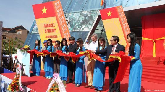 Sở hữu lịch sử: Một cuôc triển lãm mới trưng bày những tấm bản đồ chứng minh cho quyền sở hữu của Việt Nam. Hình: DW/P. Ebbinghausen