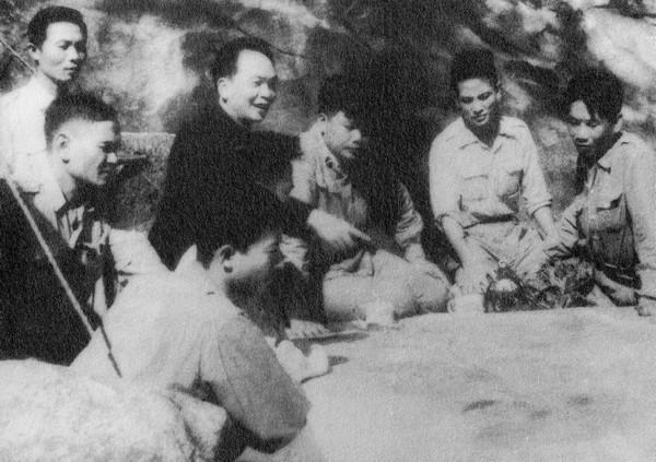 Chậm nhất là với thành công ở Điện Biên Phủ năm 1954 thì tướng Giáp, tổng tư lệnh quân đội Việt Nam, đã trở thành một huyền thoại