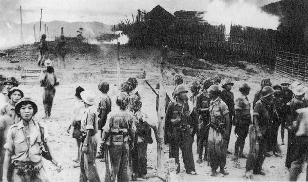 Quân đội Việt Minh ngày càng đạt tới nhiều thành công quân sự hơn, như lần giải phóng ngôi làng này năm 1951.