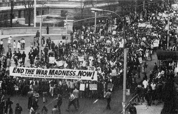 Hàng trăm ngàn người biểu tình chống Chiến tranh Việt Nam ở New York vào ngày 27 tháng Tư năm 1968