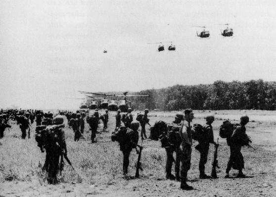 Hè 1972: quân lính Nam Việt Nam đang chờ trực thăng Mỹ chở ra chiến trường
