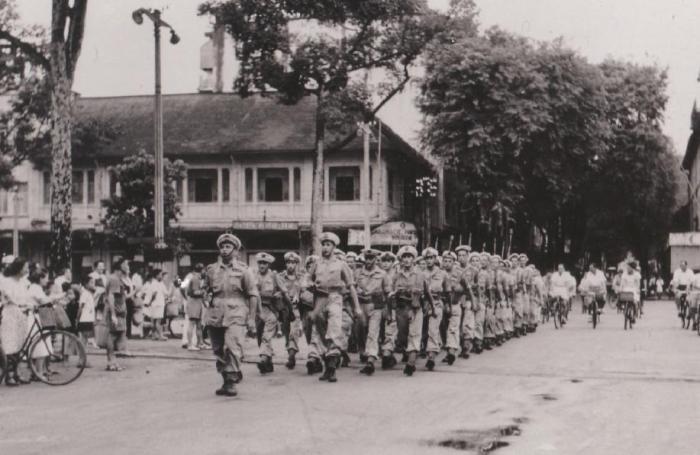 Lực lượng Commando Parachutiste Ponchardier trên Rue Catinat, Sài Gòn, ngày 30 tháng 19 năm 1945