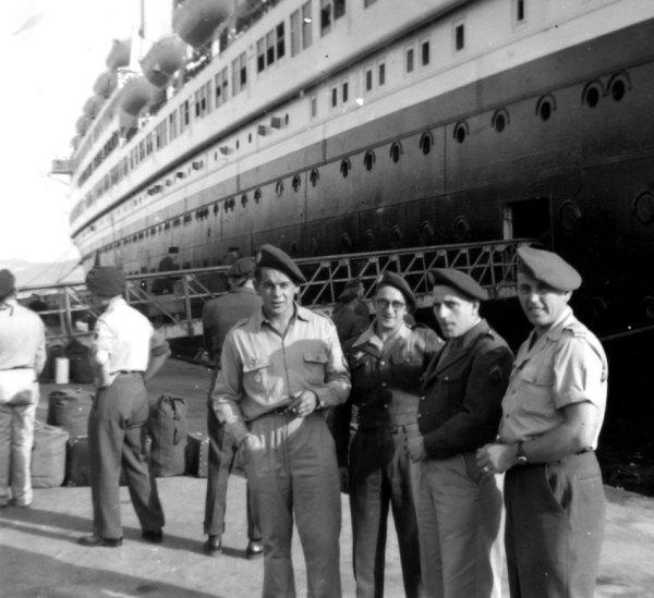 Lính lê dương ở  Marseille đang chờ lên tàu Pasteur đi sang Đông Dương