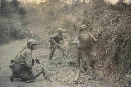 Lính của tiểu đoàn 1 dù lê dương đang chiến đấu trên Quốc lộ 4, tháng 9 năm 1950
