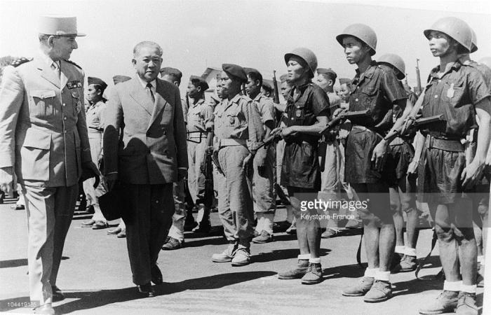 De Lattre De Tassigny và Trần Văn Hữu duyệt quân đội Việt Nam
