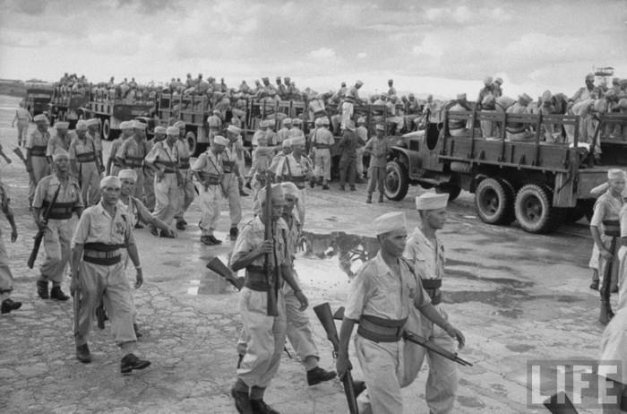 Lính Pháp rút khỏi Hà Nội năm 1954
