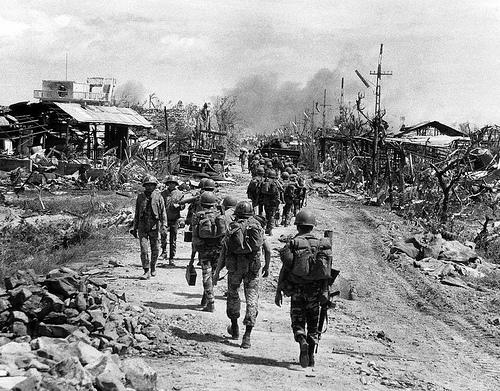 Quân đội Nam Việt Nam đang hành quân để tái chiếm lại Quảng Trị