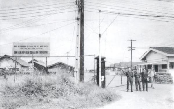 Cổng trại David, 1973