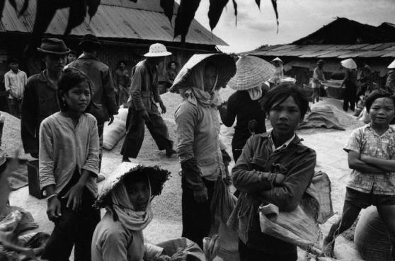 Nông Dân Trong  Vùng Giải Phóng 1973. Hình: Rene Burri