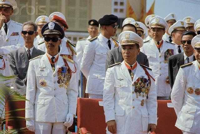 Quốc trưởng Thiệu và Thủ tướng Kỳ vào ngày 19/06/1966 (Ngày Quân lực Việt Nam Cộng Hòa)
