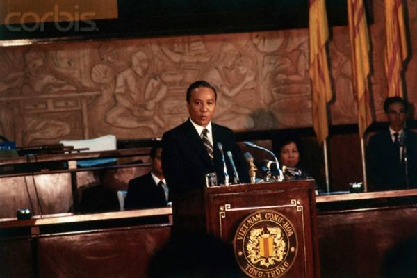 Tổng thống Nguyễn Văn Thiệu đọc diễn văn trước lưỡng viện Quốc Hội ngày 12/12/72, cho biết ông từ chối hiệp định ngưng bắn như tình hình hiện lúc đó.