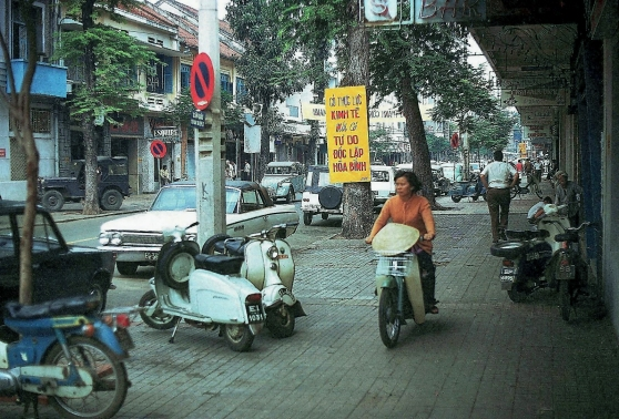 Đường Tự Do, Sài Gòn 1972. Hình: Gene Whitmer