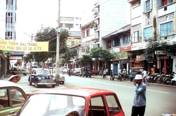 Đường Tự Do, Sài Gòn 1973. Hình: Gene Whitmer