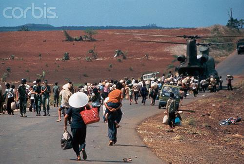 Người dân thường chạy tỵ nạn ở nam Xuân Lộc, 1975