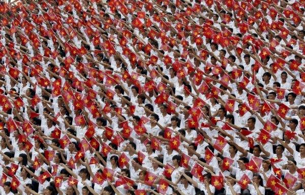 Tưởng niệm những người đã chết: Các ước tính về nạn nhân Việt Nam trong số những người chiến đấu và dân thường nằm giữa một và ba triệu