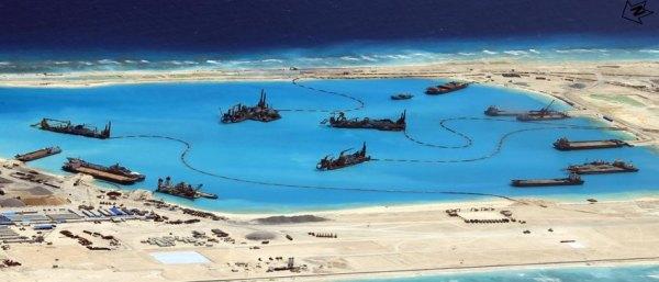 Bức hình do Quân đội Philippines công bố cho thấy nhiều cấu trúc đang được Trung Quốc xây dựng tại quần đảo đang có tranh chấp. Hình: REUTERS/ Armed Forces of the Philippines