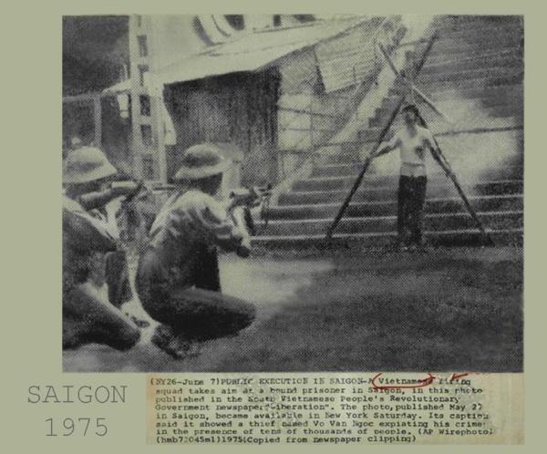 """Một đội xử bắn người Việt nhắm vào một tù nhân bị trói lại ở Sài Gòn trong bức ảnh được công bố trên tờ báo của Chính phủ Cách mạng Nhân dân Nam Việt Nam """"Giải phóng"""". Bức ảnh được công bố ngày 27 tháng 5 tại Sài Gòn, đến New York hôm thứ bảy. Chú thích nói rằng một người ăn trộm có tên là Võ Văn Ngọc đã đền tội trước sự hiện diện của hàng chục ngàn người dân."""