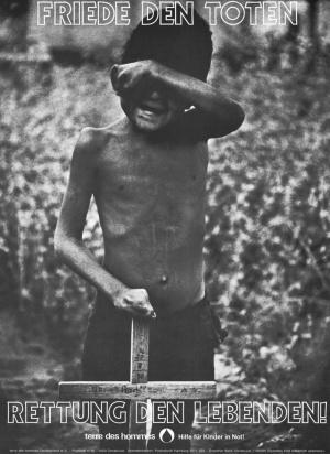 """Áp phích thời đó của terre des homes. Áp phích thời đó của terre des homes. Trên hình là hàng chữ """"Bình an cho người chết - Cứu lấy những người sống"""""""