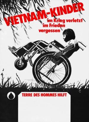 """Áp phích của terre des hommes. Trên hình là hàng chữ """"Trẻ em Việt Nam, bị thương trong chiến tranh, bị quên lãng trong hòa bình""""."""