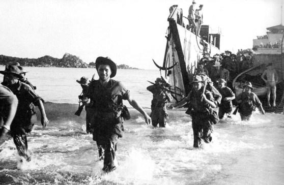 Lính Pháp đổ bộ vào bờ biển An Nam, tháng Bảy 1950