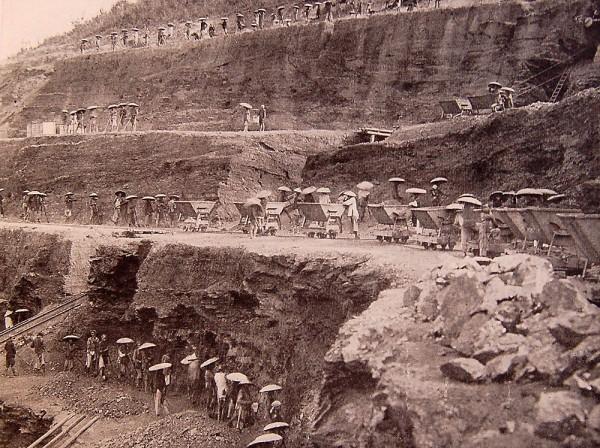 Khai thác than ở Hòn Gai
