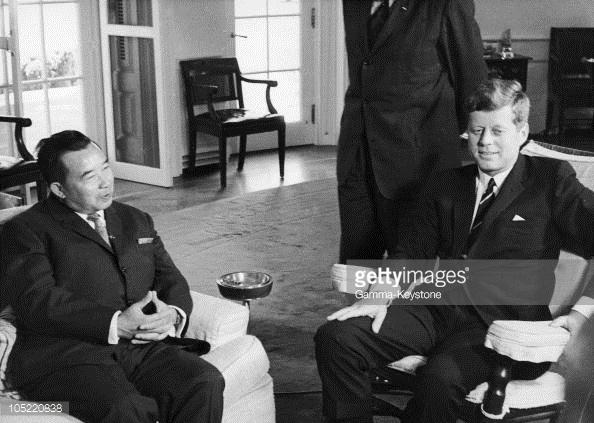 Tổng thống Kennedy và Hoàng tử Suvanna Phuma