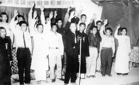 Đoàn Chủ tịch Mặt trận Dân tộc Giải phóng miền Nam Việt Nam tuyên thệ trong ngày thành lập Mặt trận (20-12-1960)