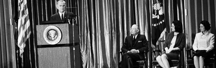 Tổng thống Johnson phát biểu tại Đại Học Johns Hopkins, Baltimore, Maryland