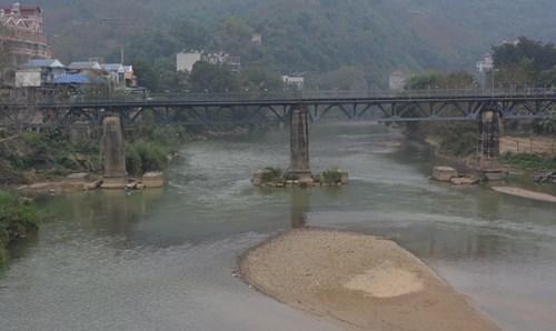 Đoạn thượng nguồn sông Hồng, đoạn qua Lào Cai. Ảnh: Quang Tú
