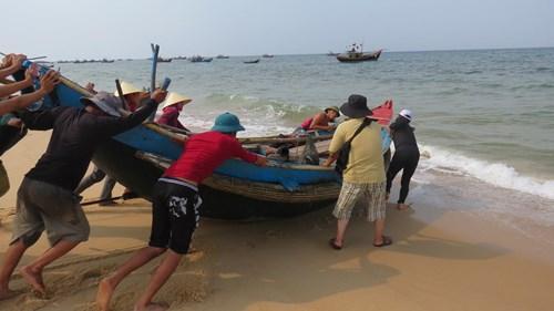 Chuẩn bị ra khơi bắt đầu chuyến lặn biển