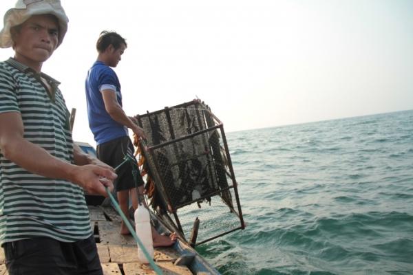 Ngư dân xã Vĩnh Thái, Vĩnh Linh, Quảng Trị không đánh bắt được một con cá nào trong chiều 2/5. Ảnh: Tạ Vĩnh Yên