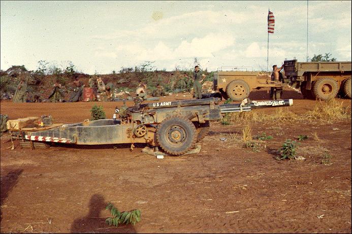 Pháo 105 ly tại cứ điểm Jackson Hole btrên lãnh thổ VNCH trước chiến dịch đột kích Campuchia trong tháng Năm 1970