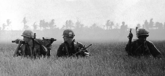 Lính Mỹ đang chờ trực thăng vận ở phía nam Sài Gòn, tháng Ba 1969