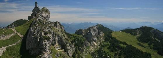 Xe lửa đi trên núi gần Bayrischzell