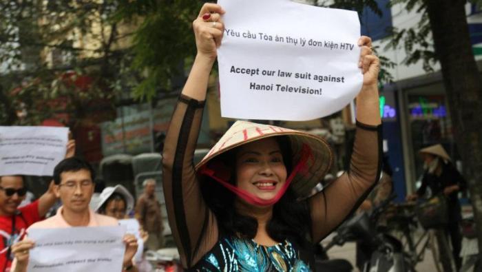 Bùi Thị Minh Hằng trong một cuộc biểu tình