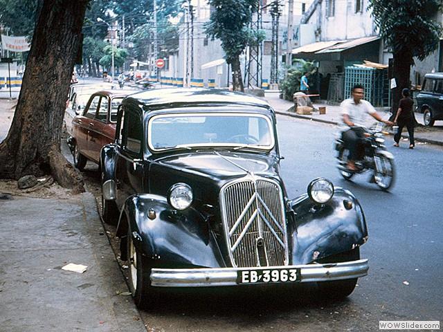 Citroën Traction Avant trên đường phố Sài Gòn