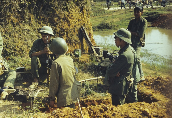 Soldiers of Vietnam's People's Army defending the city of Lang Son against the Chinese aggressors