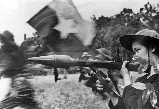 Một nữ Việt Cộng trong cuộc tổng tiến công Mậu Thân 1968 tại miền Nam Việt Nam. Ảnh chụp 1/1/1968.