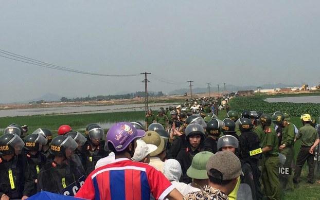 Lực lượng công an cưỡng chế lấy đất ở Đồng Cốc vào hôm 20 tháng 4 năm 2017.