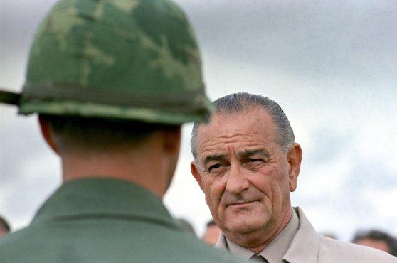 Tổng thống Lyndon B. Johnson in Vietnam năm1966. Yoichi Okamoto/LBJ Presidential Library