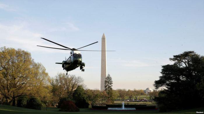 Trực thăng Marine One chuẩn bị hạ cánh đưa tổng thống Donald Trump xuống Nhà Trắng hôm 9/4.
