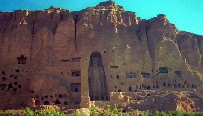 Bức tượng Phật lớn ở Bamiyan trước khi bị Taliban phá hủy.