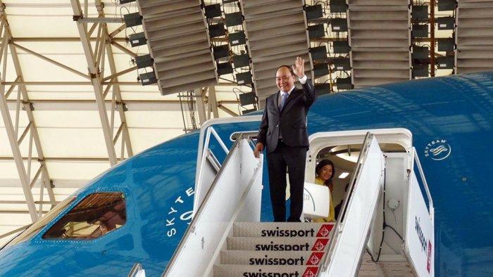 Thủ Tướng CSVN Nguyễn Xuân Phúc tới phi trường John F. Kennedy ở New York sáng Thứ Hai, 29 Tháng Năm, 2017 (Hình: Tuổi Trẻ Online)