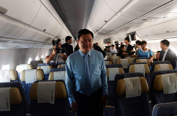 Ông Đinh La Thăng trên một chuyến bay của Vietnam Airlines, khi đang là bộ trưởng. (Hình: Hoàng Đình Nam/AFP/Getty Images)
