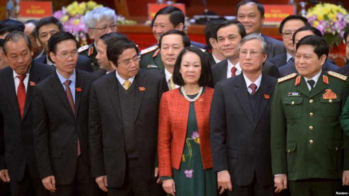 """Võ Văn Thưởng (thứ nhì, từ trái): """"Chúng ta không sợ đối thoại, không sợ tranh luận..."""""""