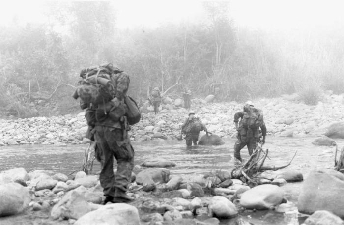 Thành viên của Trung đoàn 9 TQLC Hoa Kỳ trong Chiến dịch Dewey Canyon, 1969