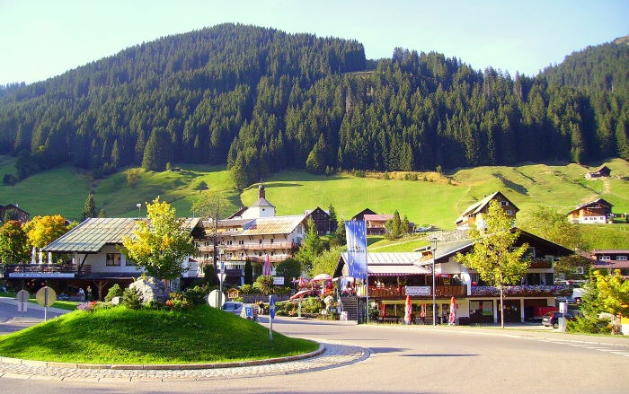 Thị trấn Baad trong Thung lũng Kleinwalser (Kleinwalsertal)
