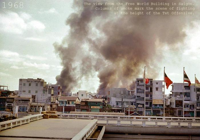Khói bốc lên từ các nơi giao tranh tại Saigon và Cholon, nhìn từ sân thhượng tòa nhà Viện trợ QT, cạnh Học viện QG Hành Chành và Viện Hóa Đạo, đường Trần Quốc Toản (nay là 3 Tháng 2)