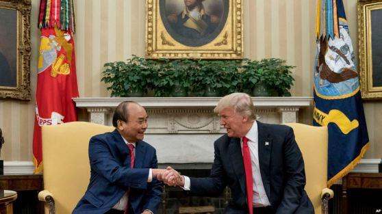 Tổng thống Mỹ Trump và Thủ tướng Việt Nam Phúc gặp nhau tại Tòa Bạch Ốc, 31/5/2017